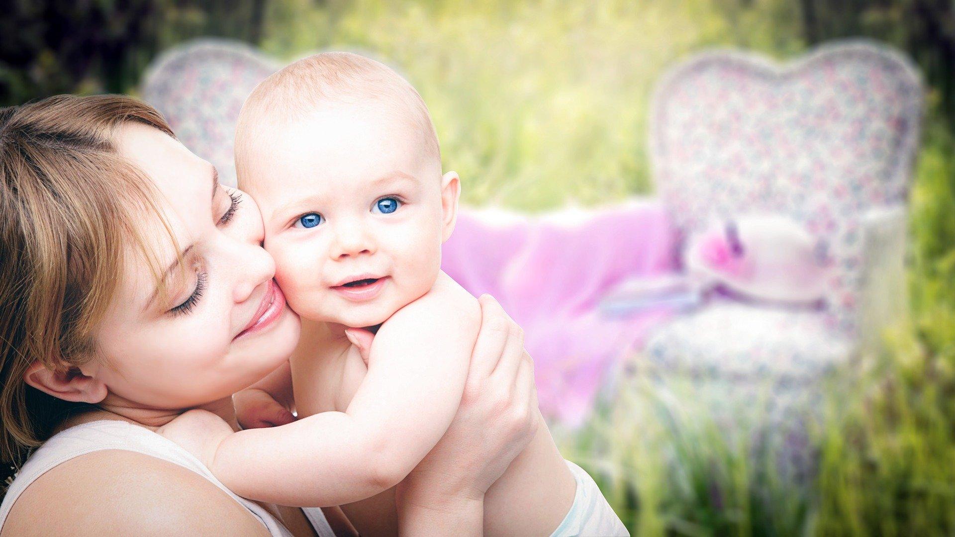 Los 7 regalos originales para madres primerizas con los siempre acertarás
